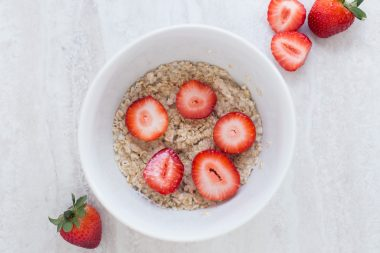 strawberries-fresh-strawberry-oatmeal-90894